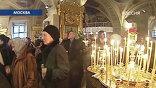 Сотни верующих в храме с самого утра. Откуда только не приехали