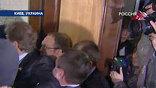 На входе - спор за 11 миллиардов кубометров газа и 5 миллиардов долларов между президентом и премьером превращается в драку его спецслужб с ее депутатами