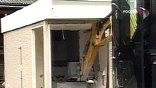 Преступник всего за 2 минуты разворотил экскаватором банкомат и изъял 25 тысяч долларов