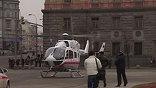 К обеим станциям сразу прибыли врачи, спасатели, сотрудники МВД и МЧС - десятки бригад, много спецтехники. На Лубянской площади для эвакуации раненых даже сел спасательный вертолёт. Сейчас между больницами и станциями метро курсируют два вертолёта.