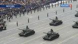 Пешая часть парада длится ровно 21 минуту, после чего на площадь въезжают легендарные Т-34