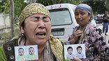 Первые массовые беспорядки вспыхнули практически день в день с событиями, произошедшими 20 лет назад, когда в Оше произошли столкновения между киргизами и узбеками.