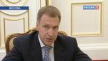 Как рассказал Владимиру Путину первый вице-премьер Игорь Шувалов, Таможенный кодекс сейчас не устанавливает единые ставки пошлин на легковые автомобили для физических лиц, так что за провоз машин платить придётся так же, как и раньше
