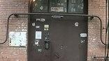 Игорь Ефремов многое узнал о своих соседях. А хотел всего лишь вычислить того, кто порезал москитные сетки на окнах. Камеры слежения он поставил в собственной парадной. Теперь вся жизнь подъезда - на мониторе.