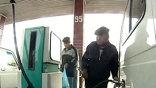 В первую очередь, топливными талонами обеспечили службу скорой помощи и муниципальный транспорт. 250 городских маршруток будут получать по 30 литров бензина ежедневно