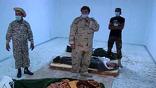 Тела полковника, его сына и бывшего министра обороны как военный трофей выставляли напоказ на 5 дней. Так что в последний день проходить мимо Каддафи было уже трудно