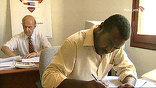 """Труд полковника штудируют в специальном центре изучения """"Зеленой книги"""", где каждое слово, каждое выступление Каддафи стоит на полке в переплете с позолотой"""