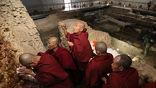 Учёные не мешали монахам совершать ежедневные молитвы и медитировать