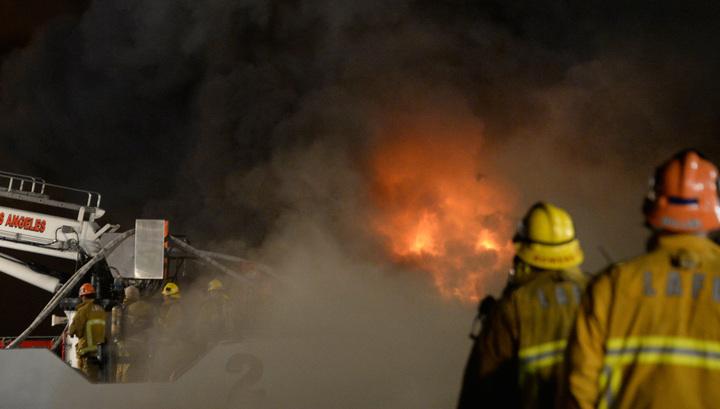 В Канзасе горит здание отеля