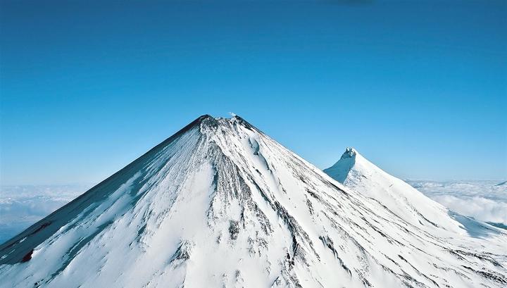 Камчатский вулкан Ключевской выбросил пятикилометровый столб пепла и газа