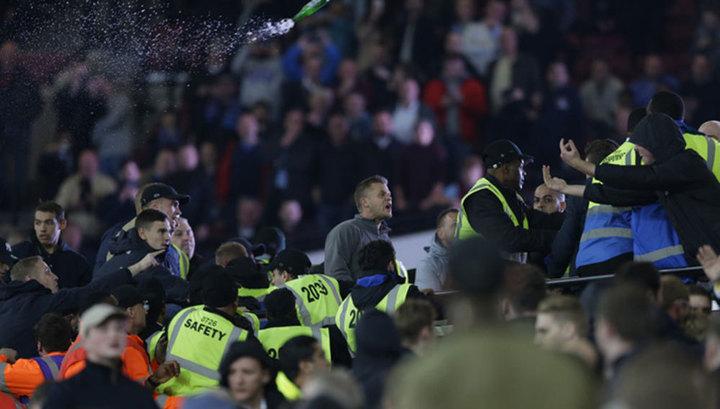 """Фанаты """"Вест Хэма"""" едва не сорвали матч английской премьер-лиги"""