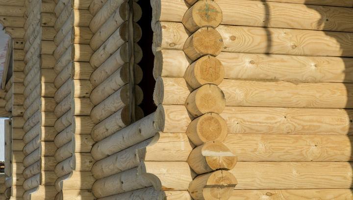 Мужчина тайком разобрал по частям дом соседа, чтобы построить собственный