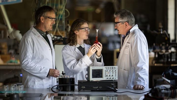 Ученые получили электричество избелков слюны ислез