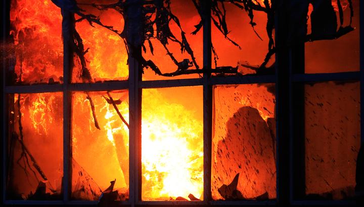 На юго-востоке Подмосковья горит мебельный цех