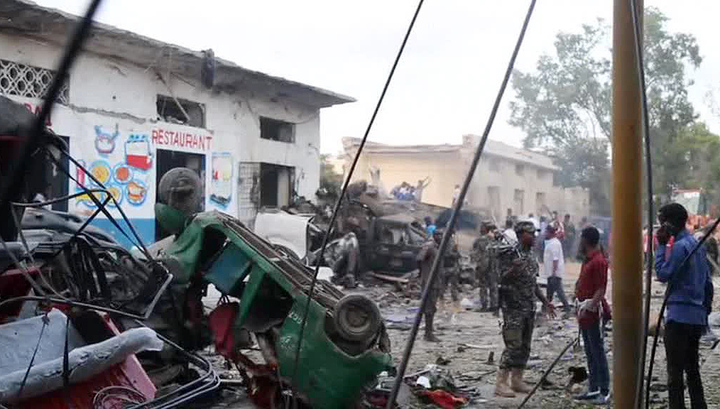У гостиницы в столице Сомали взорвался заминированный автомобиль
