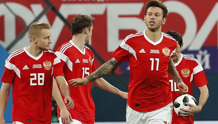 Сборная России по футболу опустилась на два места рейтинге ФИФА