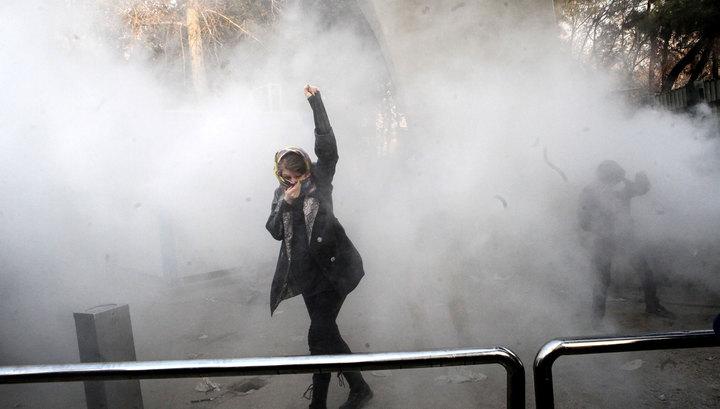 Первые жертвы столкновений в Иране: в городе Доруд неизвестные открыли стрельбу по толпе