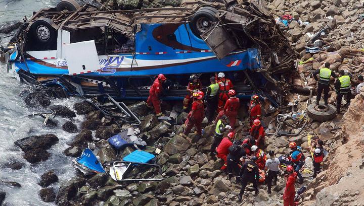 Перу: при падении автобуса в пропасть погибли 35 человек