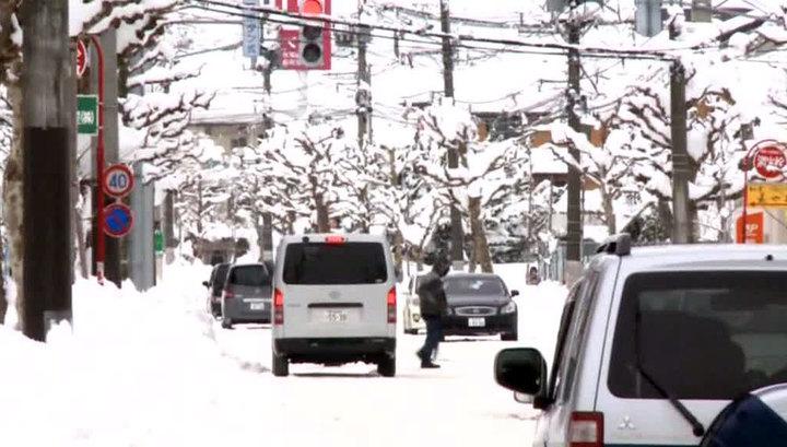 Аномальный снегопад в Канаде: отменяют авиарейсы и занятия в школах