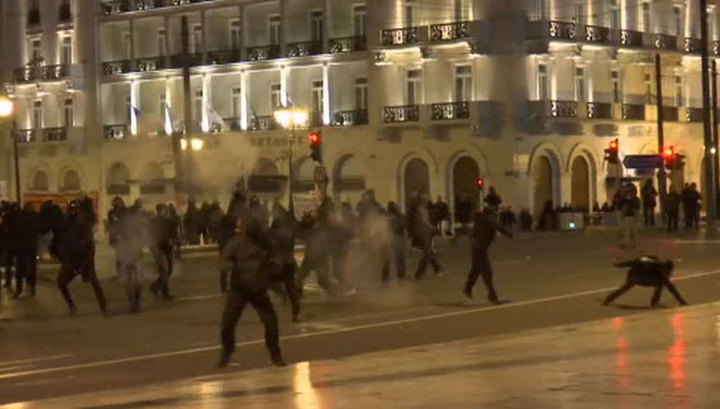 В Греции уличные протесты привели к столкновениям с полицией