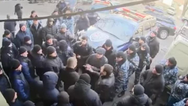 Массовая драка представителей двух охранных фирм попала на камеры в Одессе