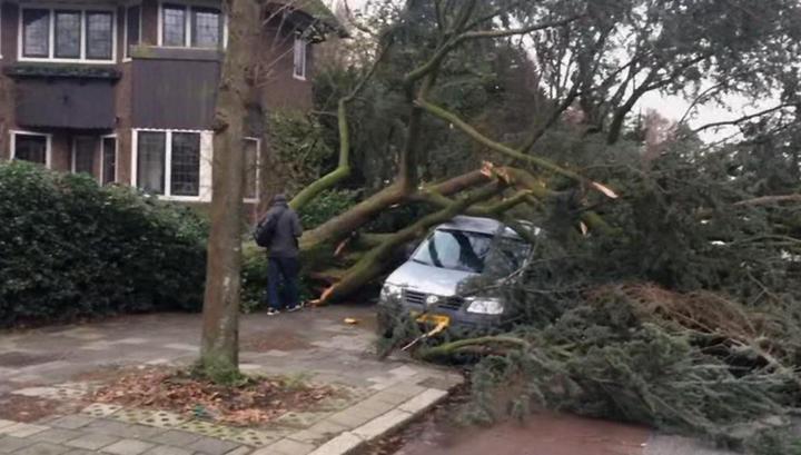 В Европе бушует самый мощный за 10 лет ураган