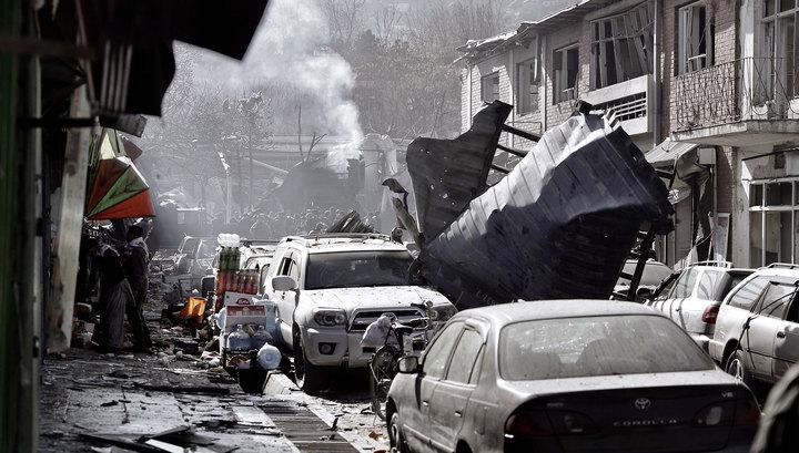 Смертник подорвал автомобиль возле военной базы в Афганистане: 5 погибших