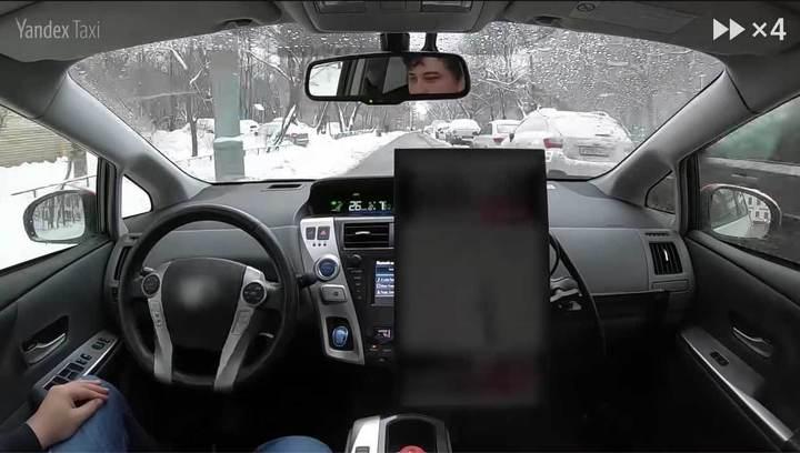 """Видео: беспилотное такси """"Яндекса"""" прокатилось по улицам Москвы"""