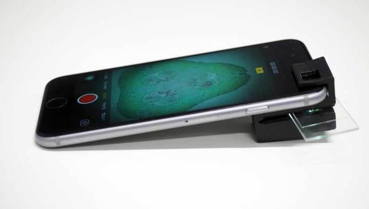Распечатанная на 3D-принтере насадка превращает смартфон в полноценный микроскоп