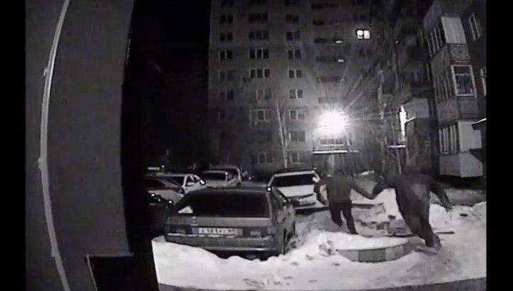 Саратовец оставил за собой след из купюр, убегая от ограбленного бизнесмена
