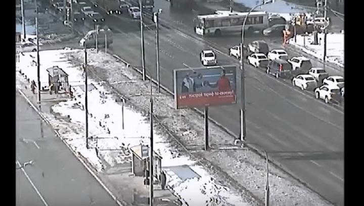 Авария с пожарной машиной на юго-востоке Москвы попала на видео