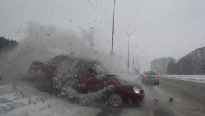 Уклонившийся от столкновения водитель спровоцировал серьезное ДТП в Ижевске