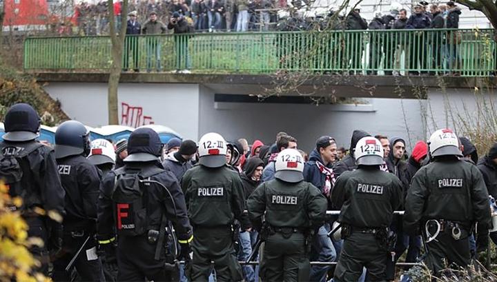 """Немецкие фанаты отметили """"дерби Рейна"""" массовой дракой"""