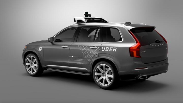 Самоуправляемый автомобиль Uber насмерть сбил пешехода