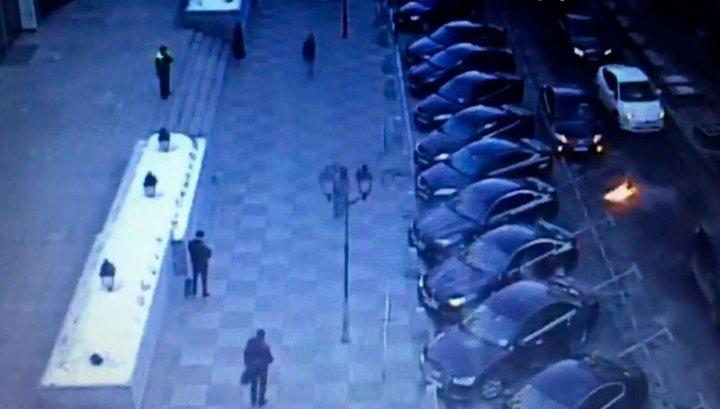 Москвич попытался поджечь машины у здания Совфеда и загорелся сам