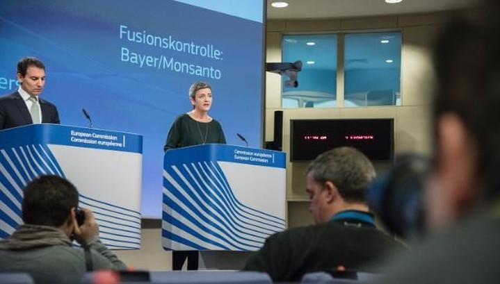 Еврокомиссия одобрила слияние Monsanto и Bayer