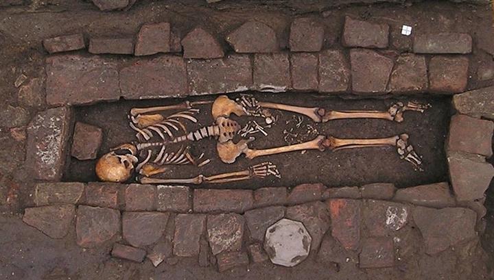 """В Италии найдены останки средневековой женщины, """"родившей"""" после смерти"""