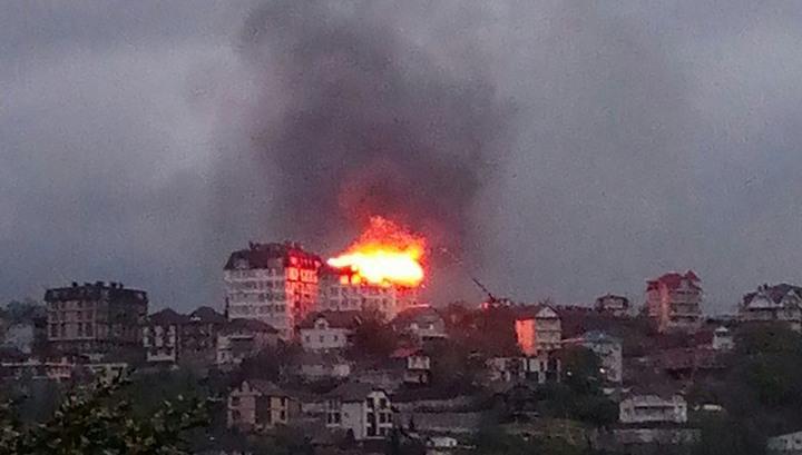 В Сочи горит жилая многоэтажка. Идет эвакуация