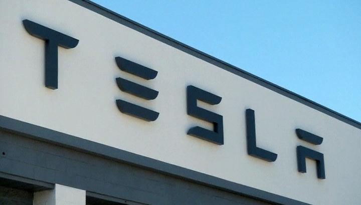 Акции Tesla продолжают падение на фондовых рынках