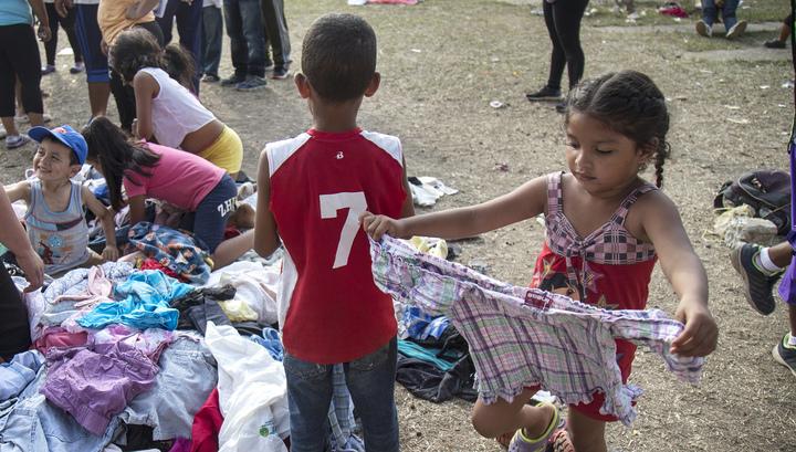 Власти США готовят на военных базах центры для размещения 20 тысяч детей-мигрантов