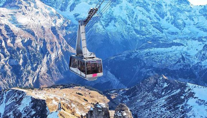 В горах Швейцарии спасатели эвакуировали 400 человек из-за поломки фуникулера