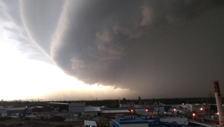 Ураган и ливень обрушились на Барнаул