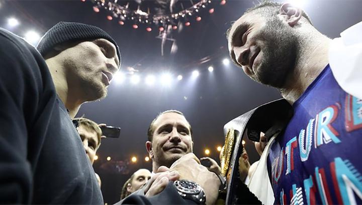Бокс: Гассиев против Усика. На кону - трофей имени Мохаммеда Али