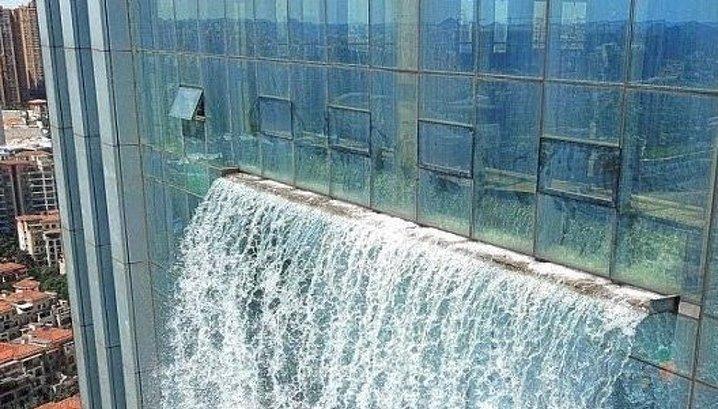Китайский небоскреб превратили в водопад