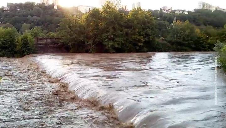 В Сочи возобновлены поиски девочки, унесенной рекой