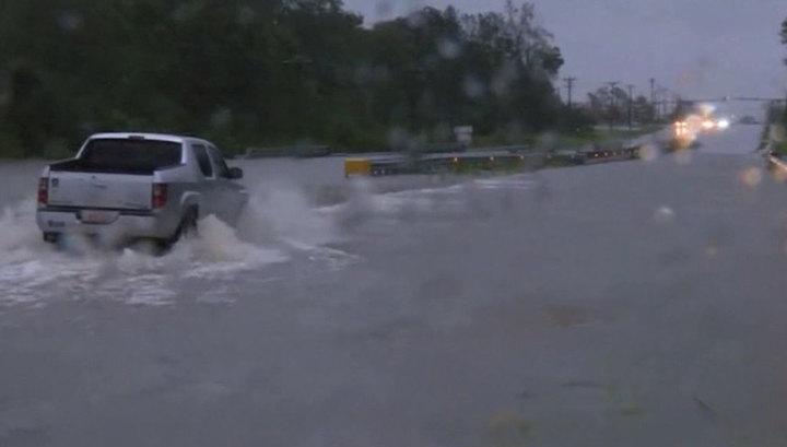 """Сформировавшийся в Атлантике ураган """"Лоренцо"""" достиг максимальной категории"""