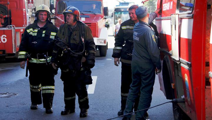В доме на юге Москвы тушат пожар на 19 этаже
