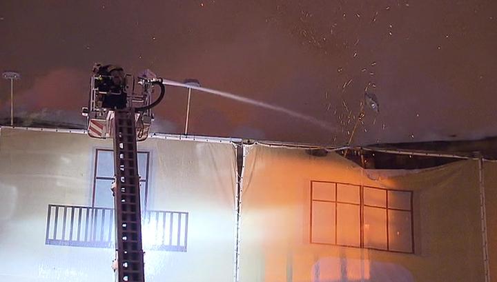 Пожар в заброшенном доме в центре Москвы локализован