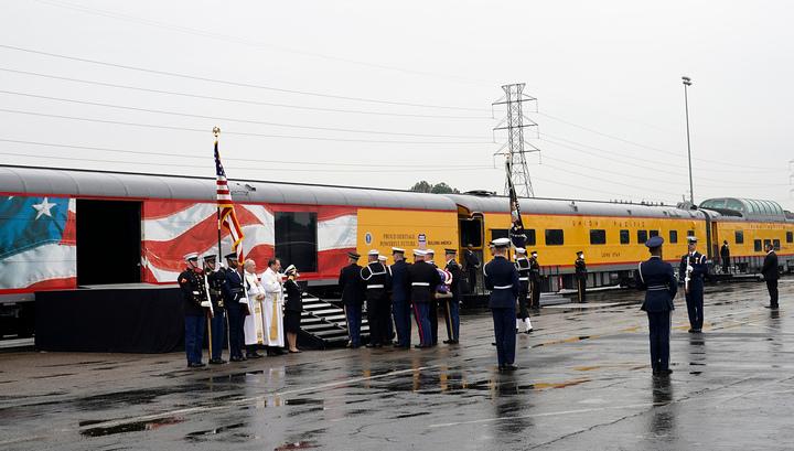 Последний путь: траурный поезд с телом президента США отправился в Техас