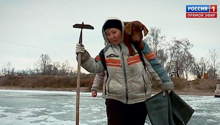 Жители Иркутского села добираются домой вплавь